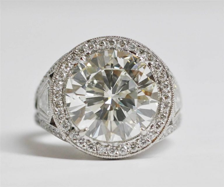 Why Use Diamonds As An Engagement Ring?